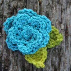 beginning-crochet-class-flower-project-summer-2013-e1401938343140